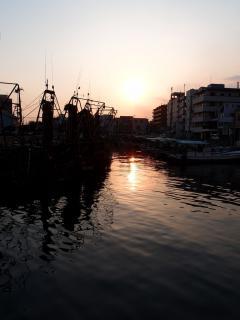 明石港の夕日