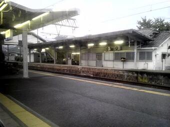 紀勢本線の車窓の景色(下津駅)
