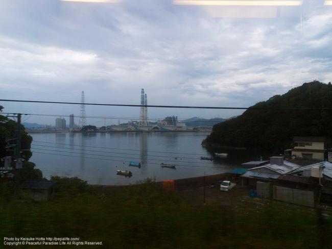 紀勢本線(きのくに線)の車窓の景色(冷水浦駅辺り)