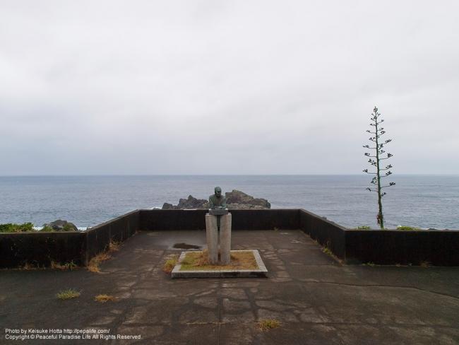 潮岬(しおのみさき)と銅像