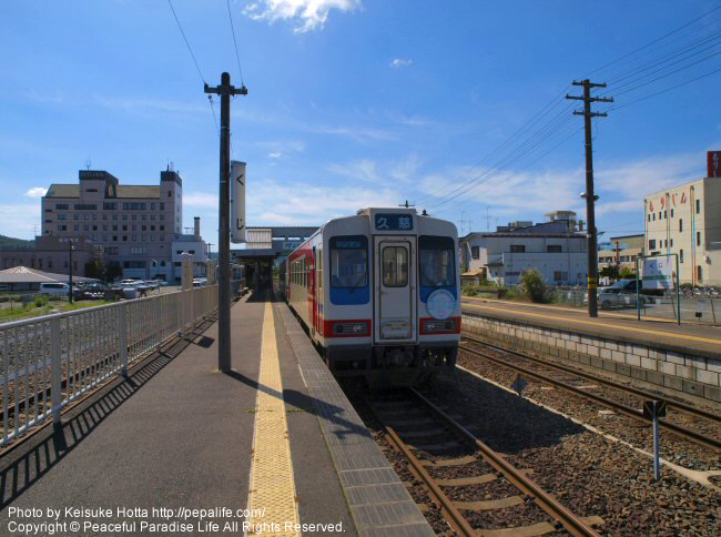 久慈駅のホームと三鉄の列車