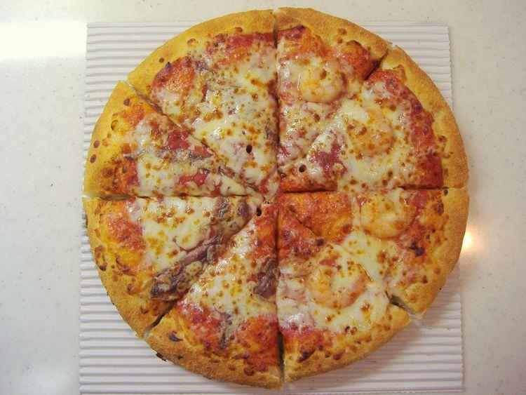 ピザハットの大エビとアンチョビをトッピングしたピザ
