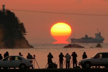 ふるさと海岸からのだるま朝日
