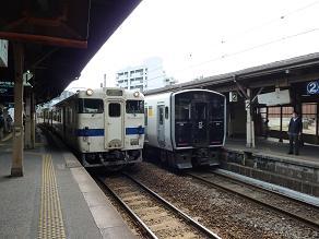 折尾駅 3番のりばで・・